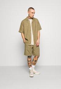 Afends - CUBAN SHORT SLEEVE SHIRT - Skjorta - covert green - 1