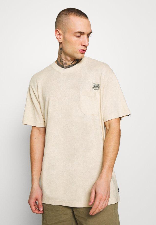 HERITAGE - HEMP RETRO FIT TEE - T-shirt imprimé - macadamia