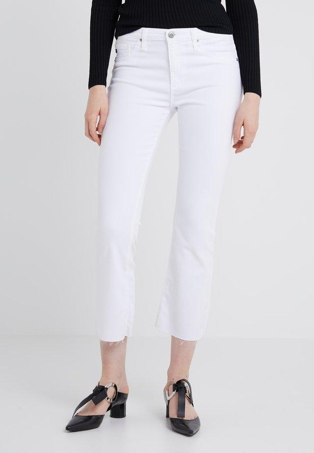 JODI CROP - Jeans Bootcut - white