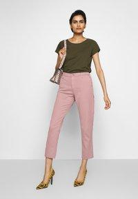 AG Jeans - CADEN - Kalhoty - french rose - 1