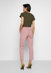 AG Jeans - CADEN - Kalhoty - french rose - 2