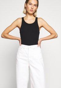 AG Jeans - ROSIE - Široké džíny - moderne white - 4