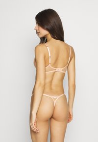 Agent Provocateur - LORNA THONG - String - nude/ivory - 2