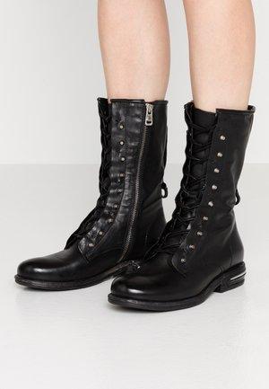 Stivali con i lacci - nero
