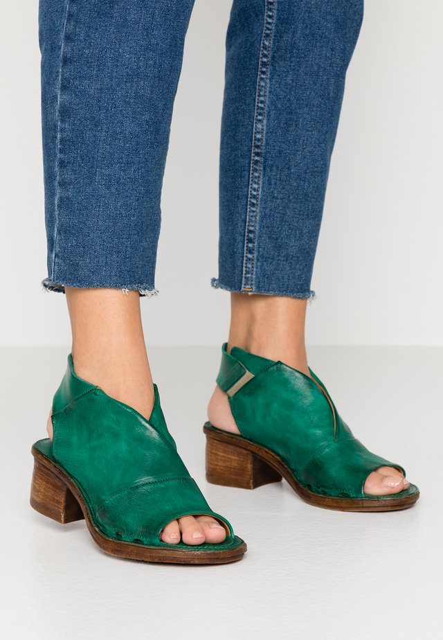 Ankle cuff sandals - emerald