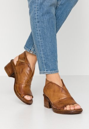 Ankle cuff sandals - cognac