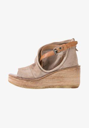 Sandales à plateforme - dust
