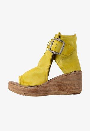 Platform sandals - cedro