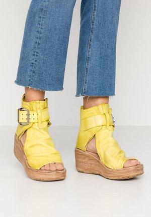Sandály na platformě - cedro