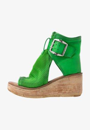 Platform sandals - verde