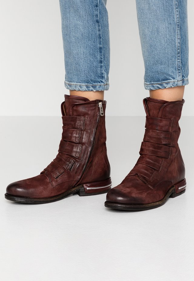 Classic ankle boots - sequoia