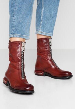 Cowboy/biker ankle boot - sequoia