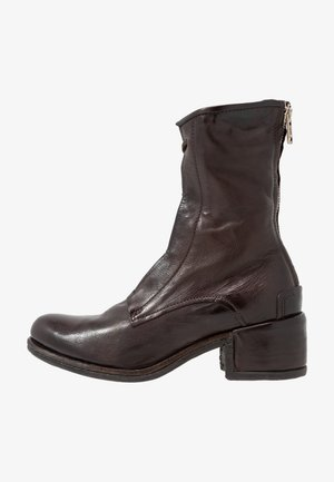 Šněrovací kotníkové boty - fondente