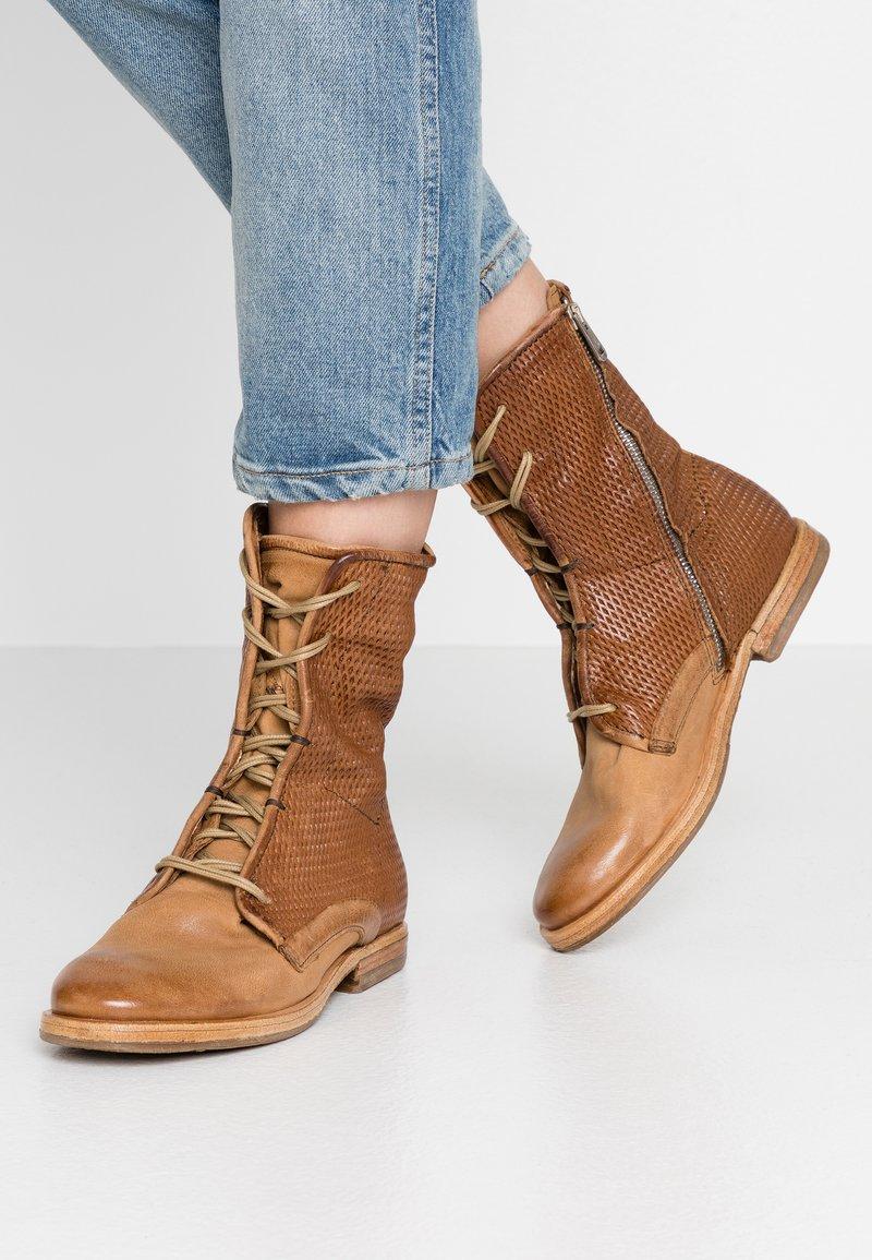 A.S.98 - Šněrovací kotníkové boty - cognac