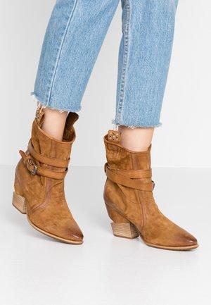 Cowboy/biker ankle boot - tiger