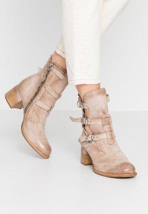 Cowboy/biker ankle boot - dust natur