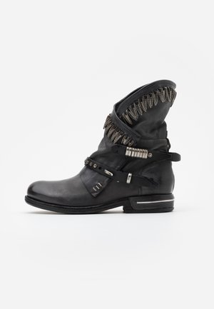 Cowboy/biker ankle boot - smoke