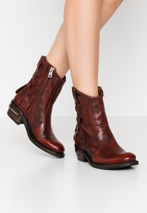 Cowboy/biker ankle boot - sequotia