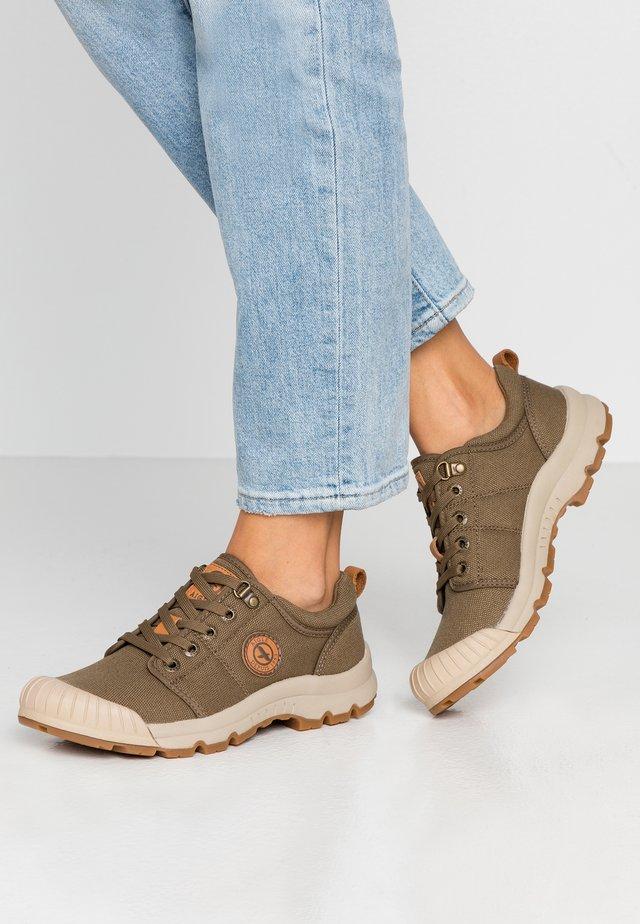 TENERE LIGHT - Sneakersy niskie - kaki