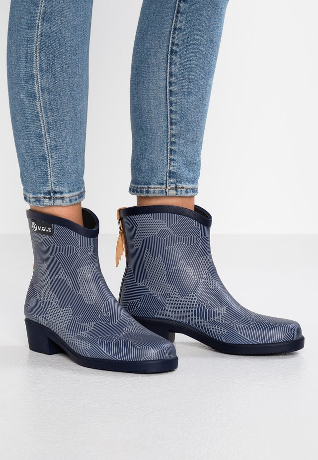 MISS JULIETTE BOTTILLON - Gummistiefel - blue