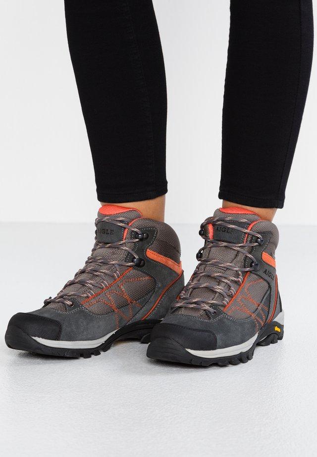 MOOVEN MID GTX - Ankle boots - dark grey/papaya