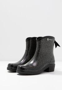 Aigle - MISS JULIETTE BOTTILON PRINT - Bottes en caoutchouc - noir/glitter - 4