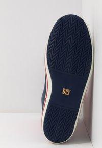 Aigle - MALOUINE COLOR BLOCK - Bottes en caoutchouc - rouge/indgo/blanc - 6