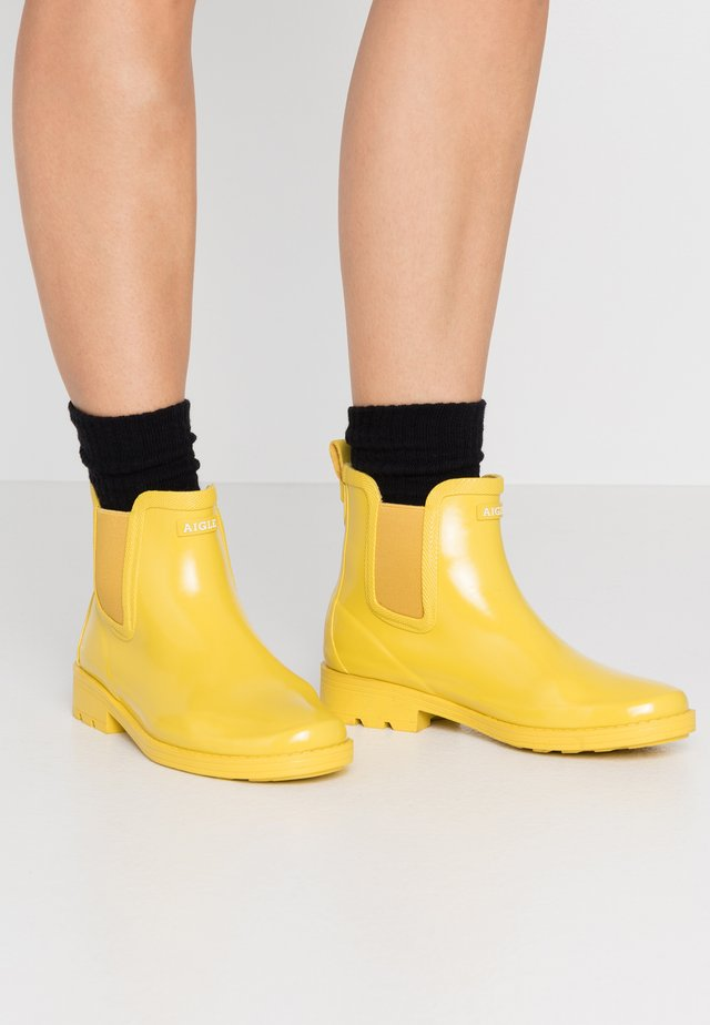 CARVILLE WOMAN - Wellies - lemony varnished
