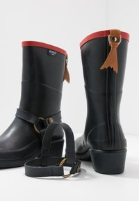Aigle - MISS JULIE  - Wellies - marine/rouge - 7