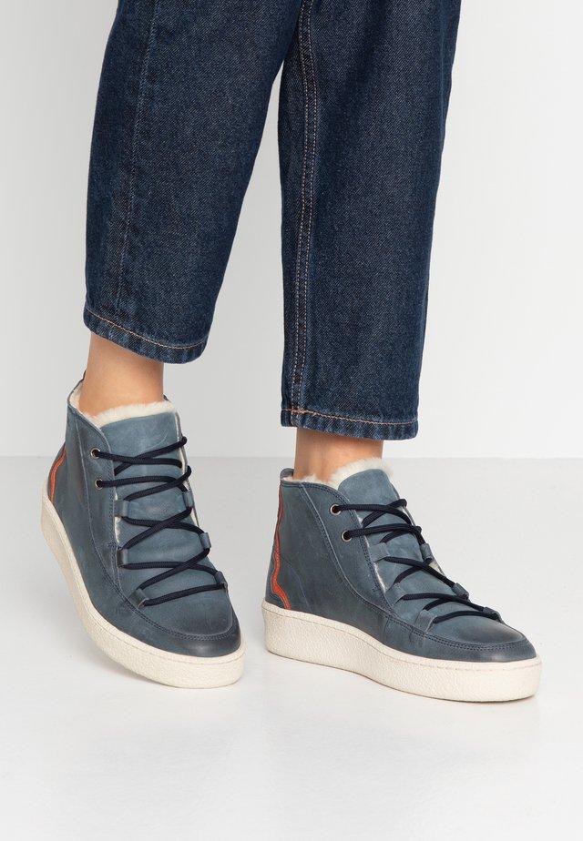 ORMEA MID - Platform ankle boots - darknavy/safran