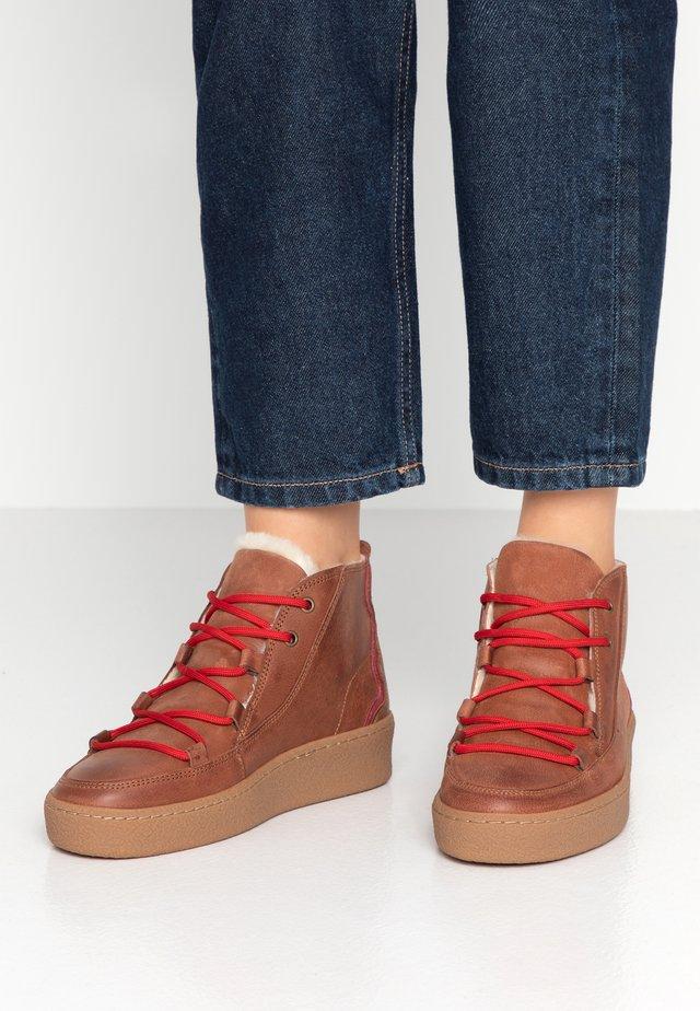 ORMEA MID - Platform ankle boots - camel/darkbrown