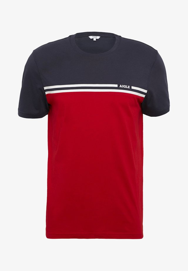 NARENDO - Print T-shirt - red/navy blue