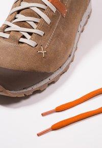 Aku - BELLAMONT LUX MID GTX - Hiking shoes - beige - 5