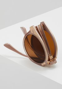 A.Kjærbede - EAZY  - Sluneční brýle - light grey - 4