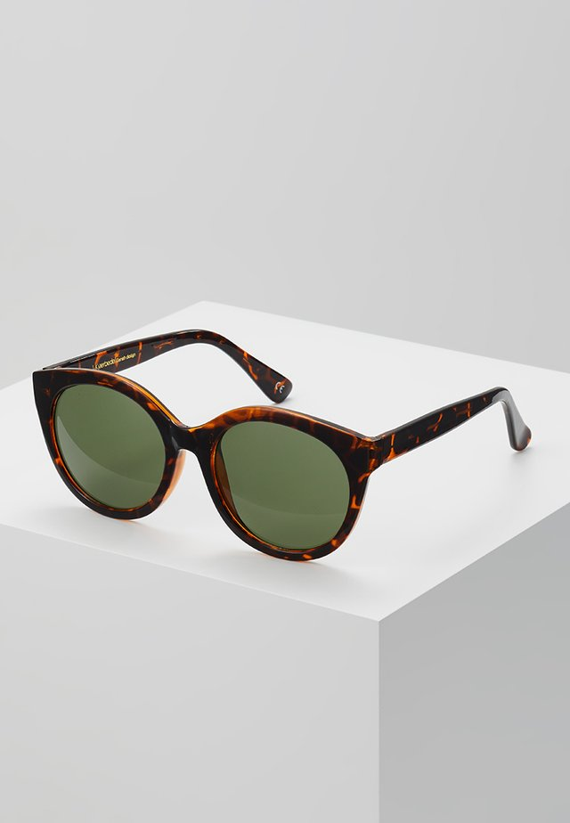 BUTTERFLY - Lunettes de soleil - brown