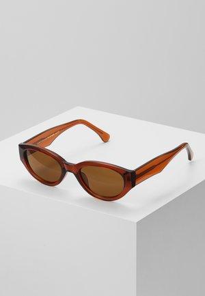WINNIE - Sluneční brýle - brown