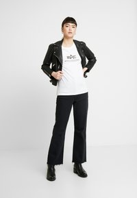 Alpha Industries - NEW BASIC - T-shirt print - white/silver - 1