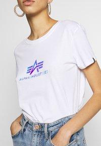 Alpha Industries - RAINBOW - Print T-shirt - white - 4