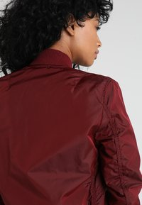 Alpha Industries - Bomberjacks - burgundy - 4