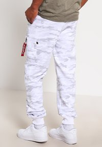 Alpha Industries - X FIT PANT - Joggebukse - white - 2