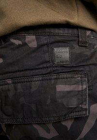 Alpha Industries - AGENT  - Cargo trousers - black camo - 3