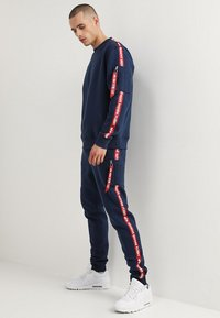 Alpha Industries - JOGGER TAPE - Pantalon de survêtement - new navy - 1