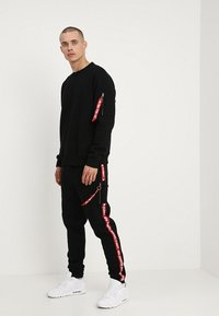 Alpha Industries - JOGGER TAPE - Verryttelyhousut - black - 1