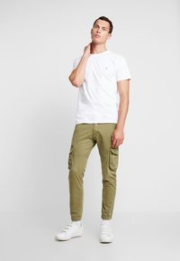 Alpha Industries - ARMY PANT - Cargobukse - oliv - 1