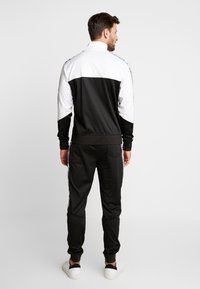 Alpha Industries - TRACK TAPE PANT - Pantalon de survêtement - schwarz - 2