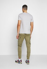 Alpha Industries - Pantalon cargo - oliv - 2