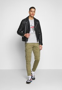 Alpha Industries - Pantalon cargo - oliv - 1