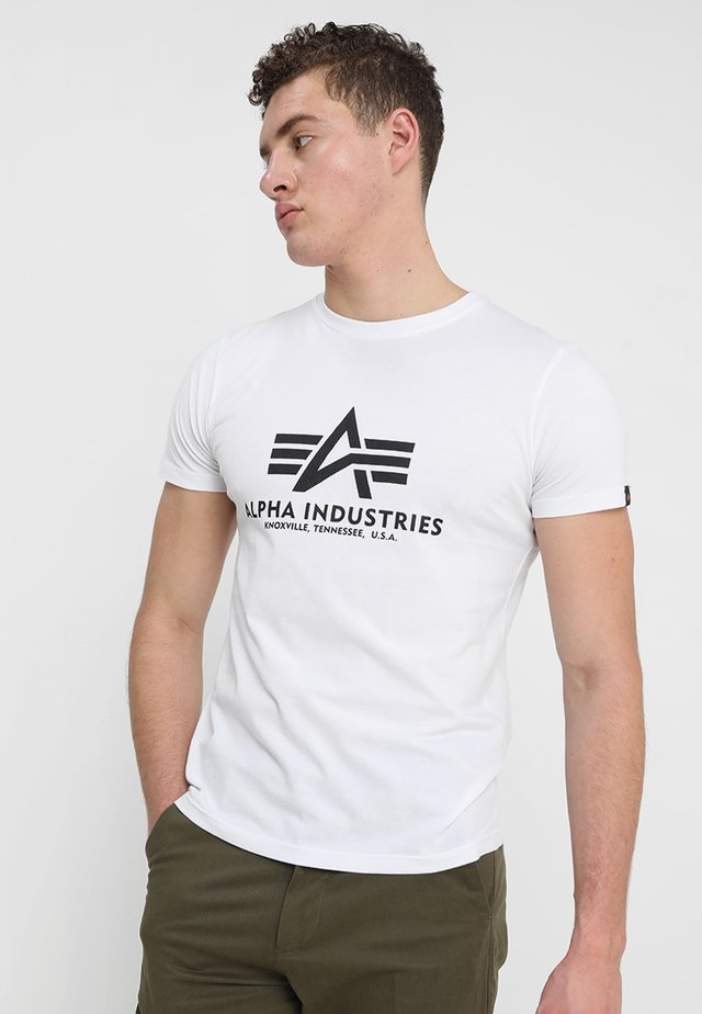 BASIC - T-shirt con stampa - weiss