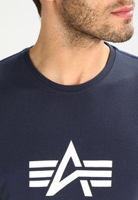 Alpha Industries - BASIC - T-shirts med print - navy - 3