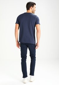 Alpha Industries - BASIC - T-shirts med print - navy - 2